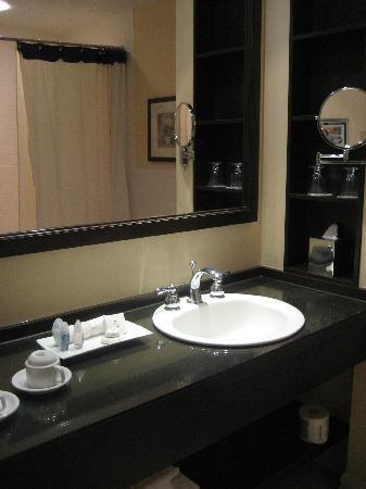 Le St-Martin Hotel and Suites: Hotel bathroom