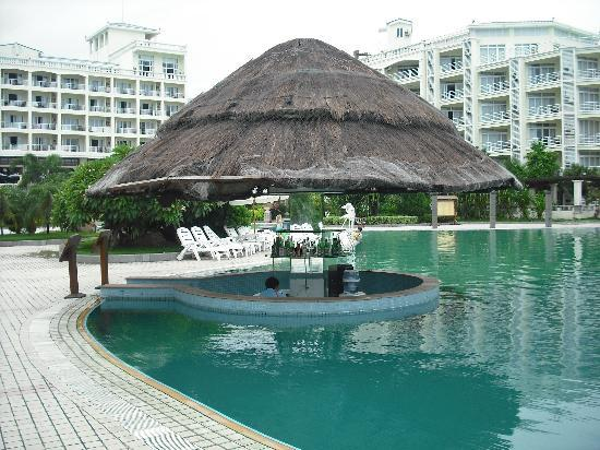 Tianfuyuan Resort: Pool side Bar