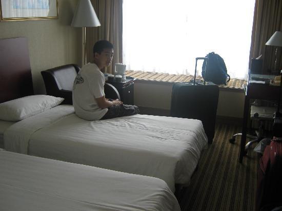 Newton Hotel Kowloon: Room view as you enter.