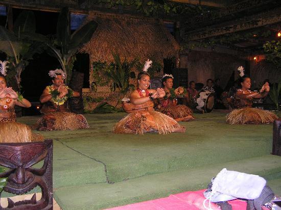 Kanokupolu, Tonga: Buffet dinner and Show