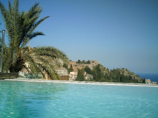 Il Piccolo Giardino: Vu de piscine sur le toit de l'hotel