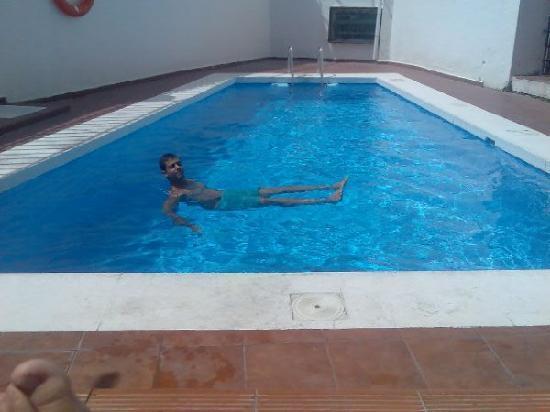 Hotel Picasso: la piscina, es pequeña pero muy limpia