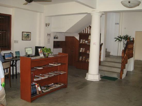 Hutton Lodge: Foyer
