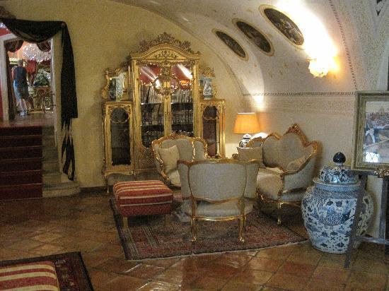 อัลเคมิสท์ แกรนด์ โฮเทล แอนด์ สปา: Lobby interior