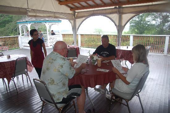 The Castle Manor Inn: Breakfast on the deck
