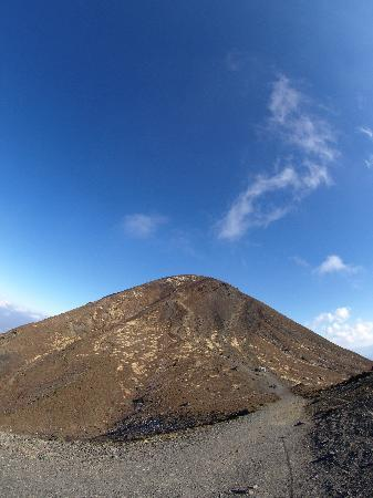 Takachihonomine: 御鉢から山頂を眺める
