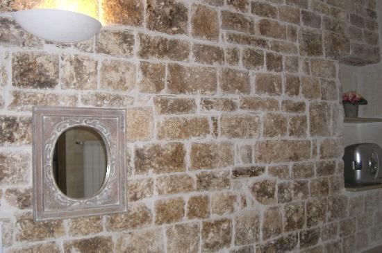 Dimora Santo Stefano: parete di tufo