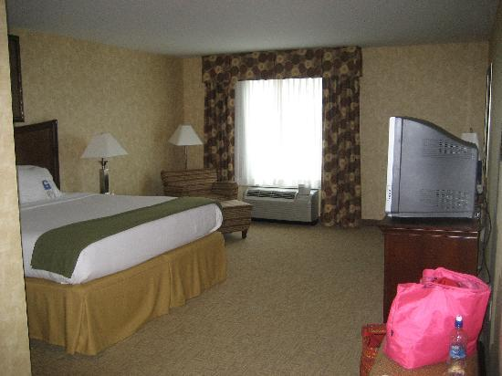 Holiday Inn Express Hotel & Suites Bethlehem Airport - Allentown Area: room and bed