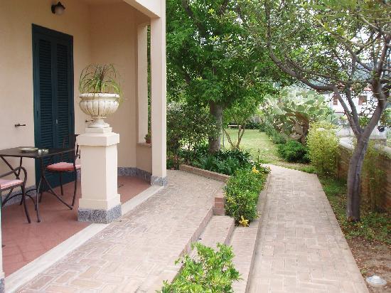 Villino Eleonora First Quality Bed and Breakfast: private patio area