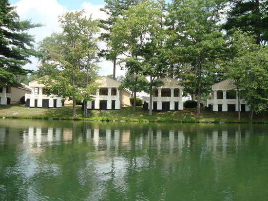 ‪‪Mount Pocono‬, بنسيلفانيا: the lake (with lakeview terraces)‬