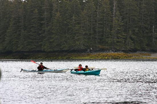 Afognak Wilderness Lodge: Boys learning to sea Kyak