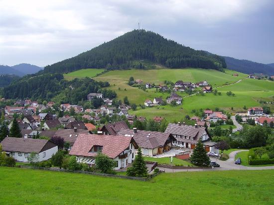 Baiersbronn, Tyskland: Uitzicht vanaf ons balkon