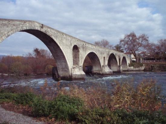 ARTA'S FAMOUS BRIDGE