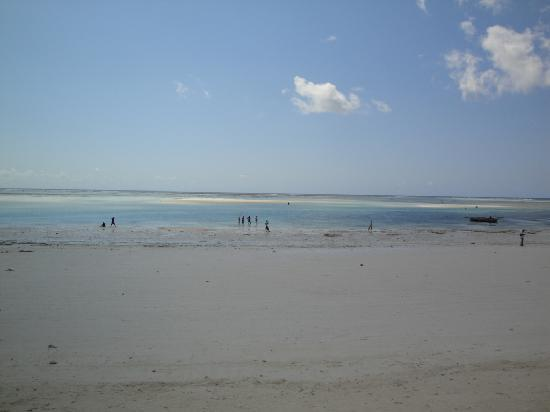 Neptune Pwani Beach Resort & Spa: beach 3 (low tide)