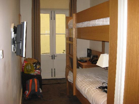 เบส2สเตย์เคนซิงตัน: Our cozy room...we chose to have bunkbeds...very comfy.