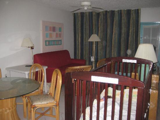 Caribbean Palm Village Resort: Living room (flanked by two King bedrooms)