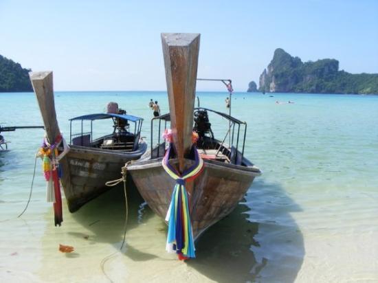 เกาะพีพีเล: Longtail boats byPhi-Phi