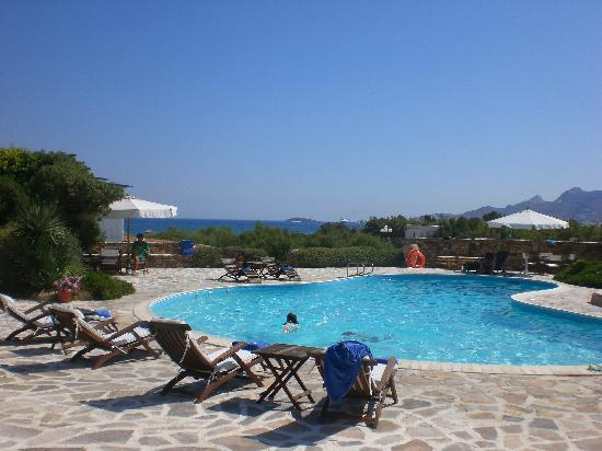 Villa Marandi Luxury Suites: The lovely pool area