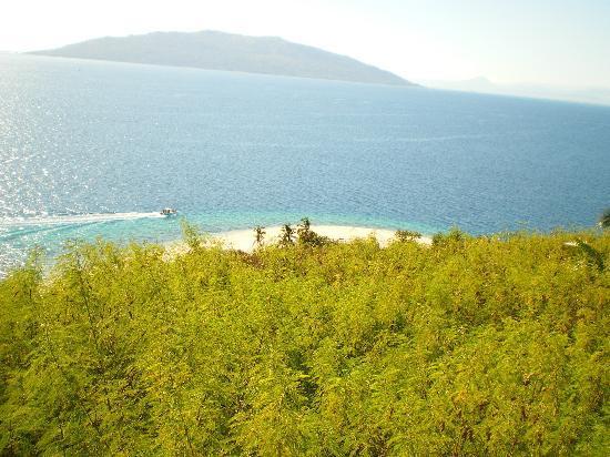 Doany Beach: Vue de Nosy Tanikely