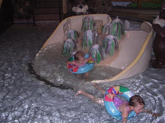 Meadowbrook Resort: Indoor water play area
