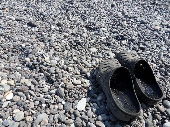 Villa Nikos Kamari: Bring shoes to beach - HOT!