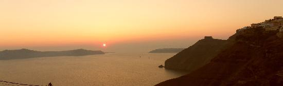 Villa Nikos Kamari: Sunset from Fira town