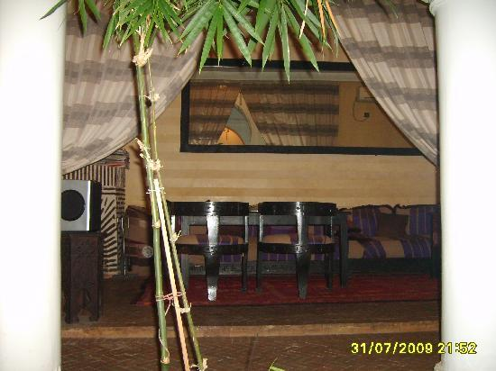 Riad L'Orchidee: El salón