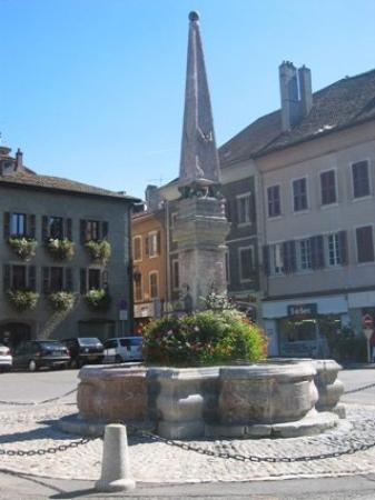 Thonon-les-Bains, France : fontaine face de la mairie