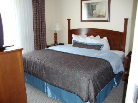 Staybridge Suites Memphis - Poplar Ave East: Bedroom