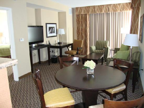 Holiday Inn Hotel & Suites Memphis-Wolfchase Galleria: Living room