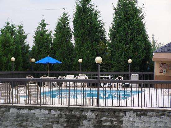 Holiday Inn Express Winston-Salem: view of the pool