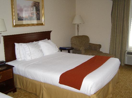 Holiday Inn Express Winston-Salem: the room