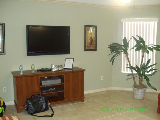 Royal Palm Bay : Family room with plasma tv