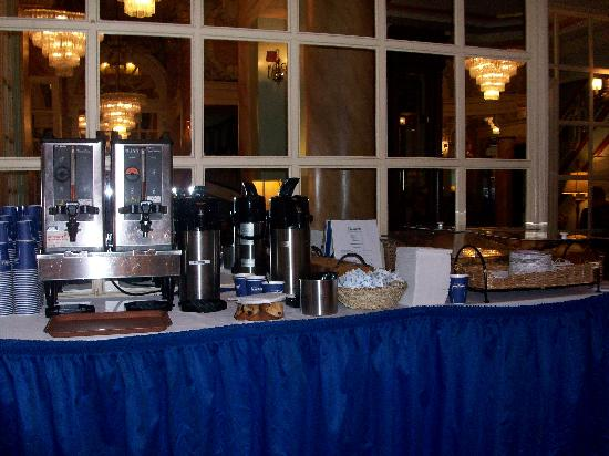 Wolcott Hotel: Breakfast