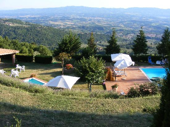 Borgo La Capraia: pool and view