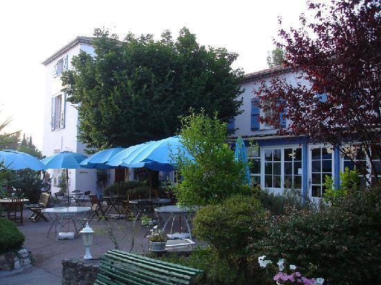 Les Liserons de Mougins : giardino dove viene servita la colazione