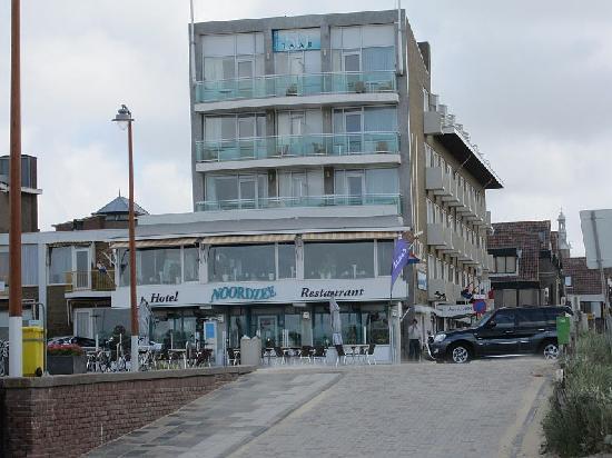 Hotel Noordzee : Hotel vom Strand aus gesehen