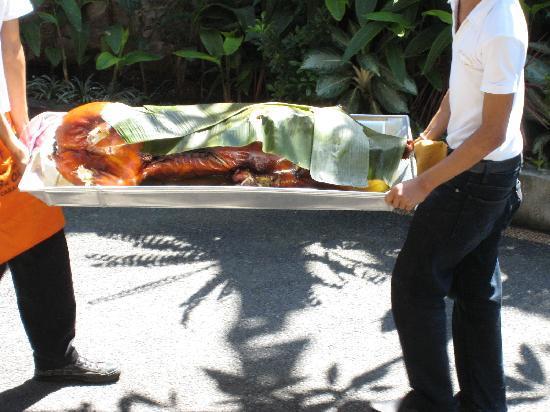 Warung Babi Guling Ibu Oka 3: Pig arrives