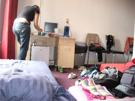 Maggy's Bed and Breakfast: Our messy room & my friend