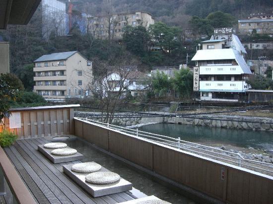 Hotel Kajikaso: 足湯です。川の音を聞きながら浸かれます