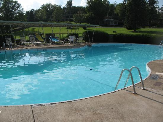 Winwood Inn & Condos: pool