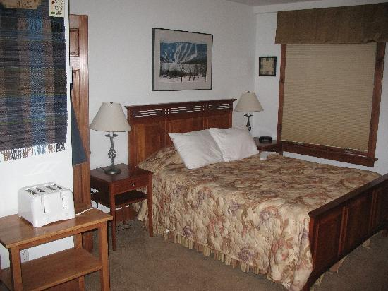 Winwood Inn & Condos: bed