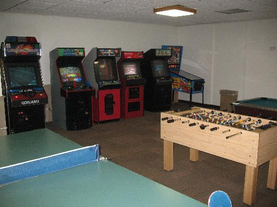 Winwood Inn & Condos: game room