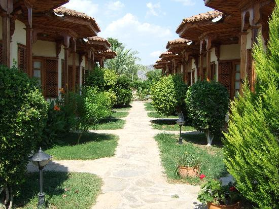 Hotel Asur /Assyrian Hotel: outside the rooms