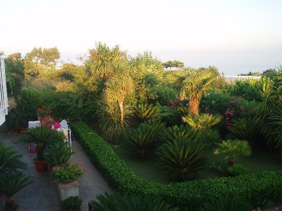 Villa Damecuta: Garden