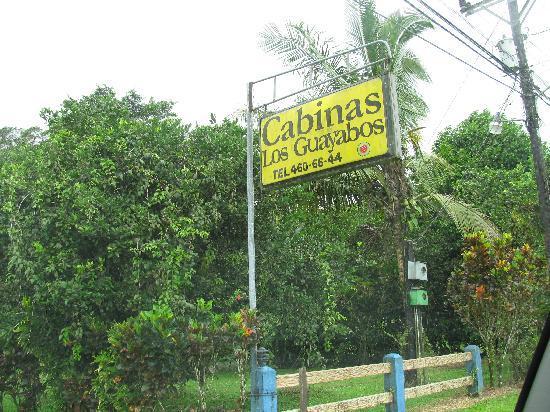 Cabinas Guacamaya : Signage