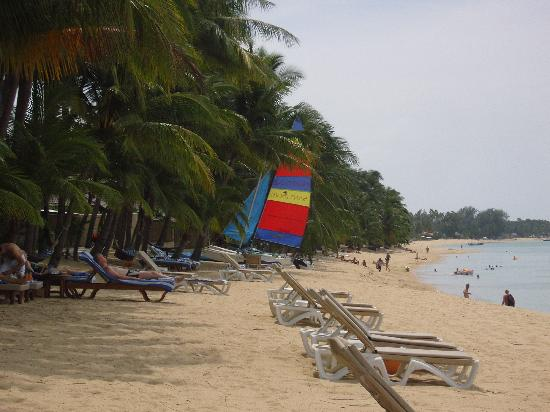 Santiburi Beach Resort & Spa : Strand