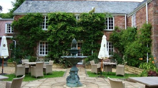 Boscundle Manor Hotel Restaurant and Spa: Out front