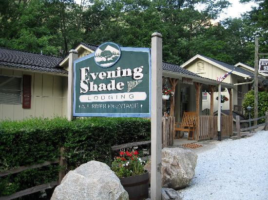 Welcome Sign Picture Of Evening Shade River Lodge