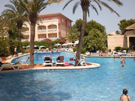 Aparthotel Green Garden: The pools